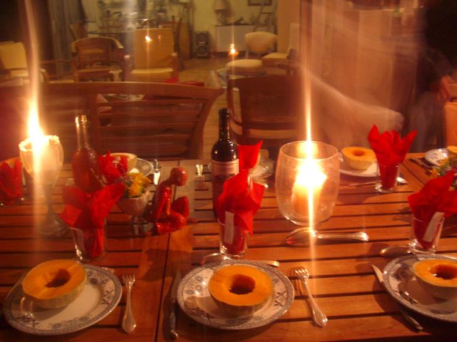 The melons looks divine on the FC's grandparent's dinner table. The perfect appetizer for a warm summer night dinner on the terrace in the the Cote d' Azur.